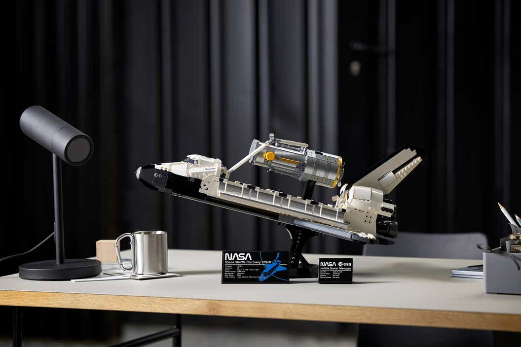 Imagen del producto del Discovery del transbordador espacial LEGO NASA